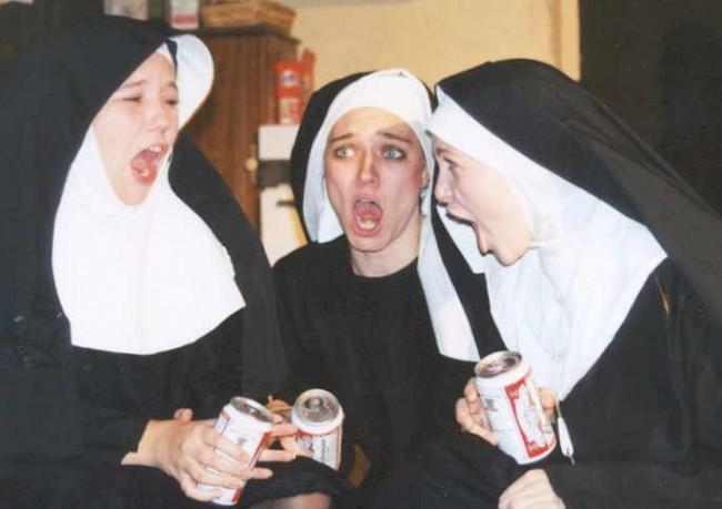 две монашки и поп