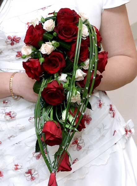 букет невесты красного цвета