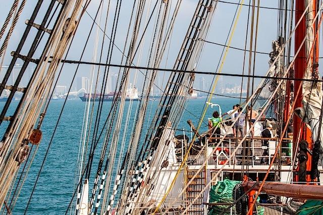 """барк """"Седов"""" прибыл в Сингапур"""
