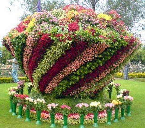 скульптуры из живых цветов