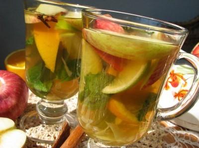 зеленый чай  с яблоком и мятой