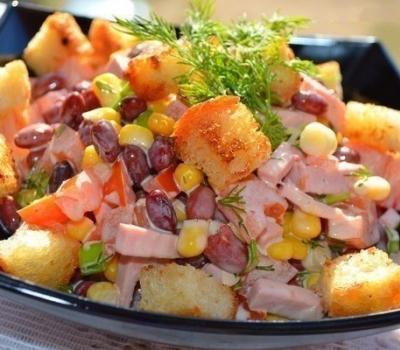 Сытный салат с фасолью