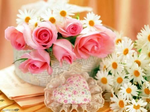 красивый букет из ромашек и роз