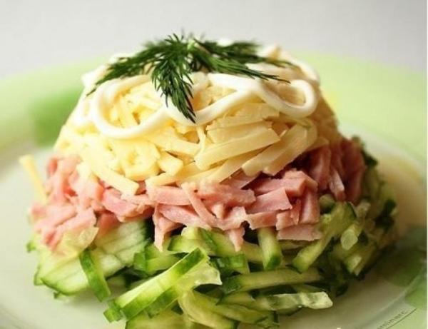 рецепт салата из ветчины слоями