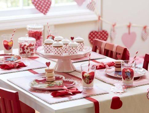 сервировка стола день влюбленных