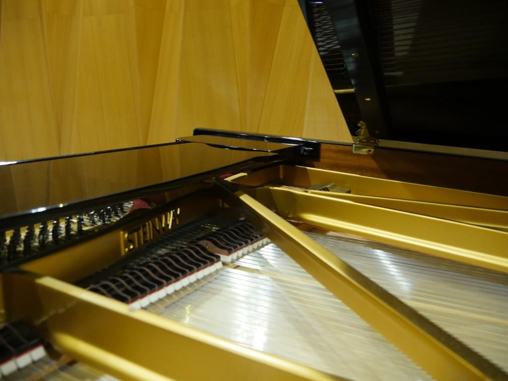 рояль Steinway