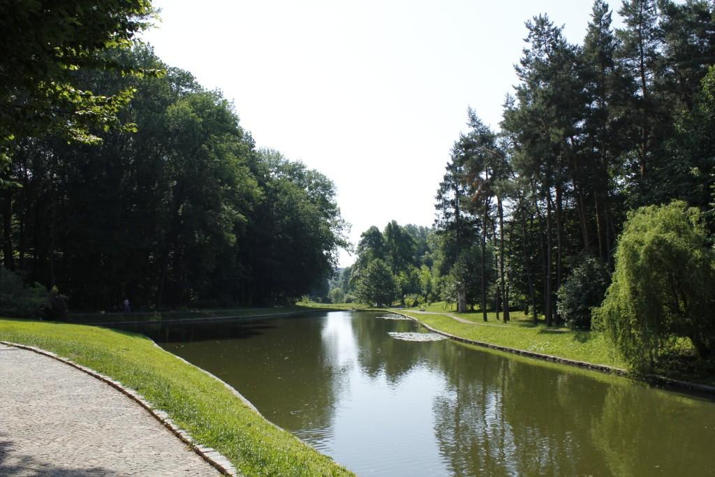 водоем в парке