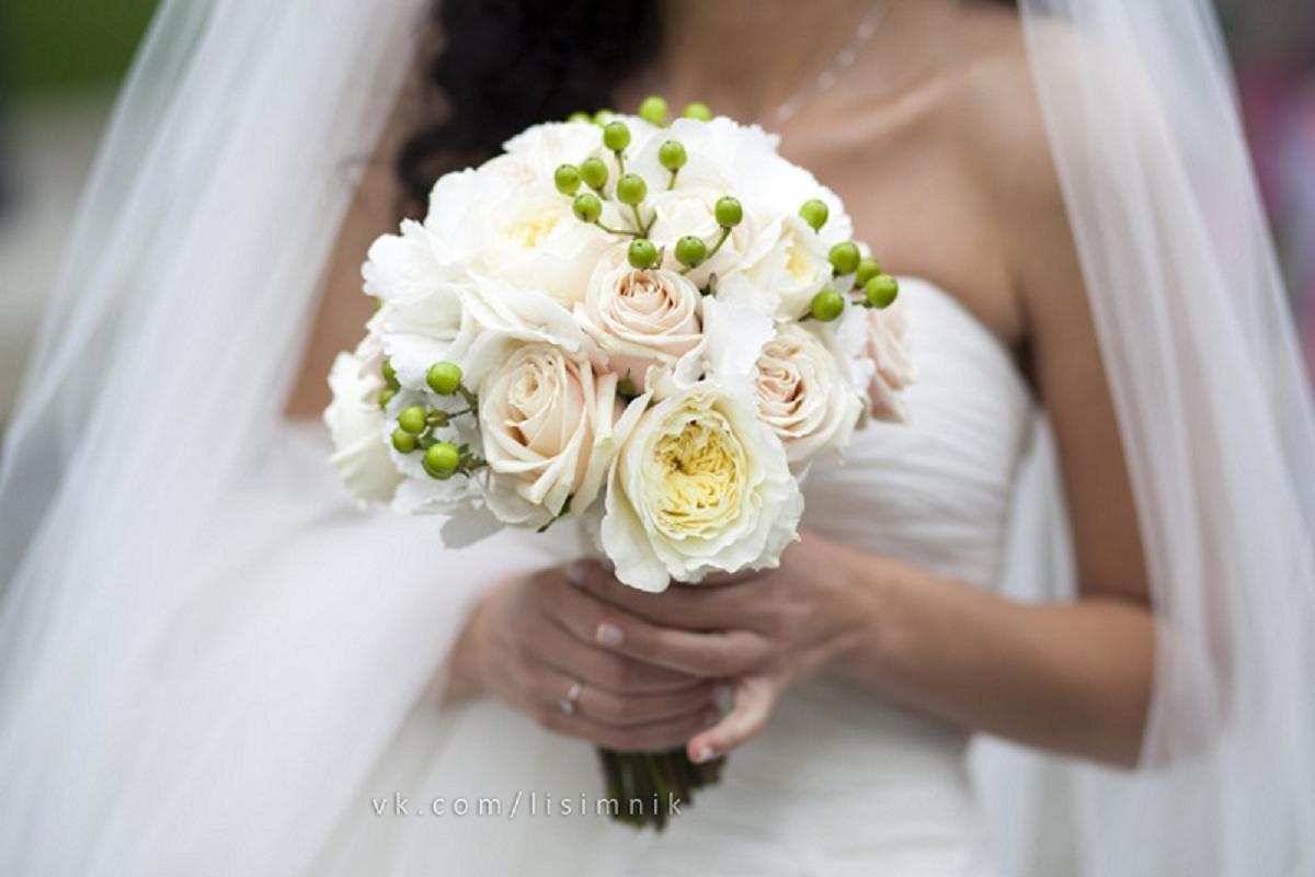 Букет из роз фото свадебный
