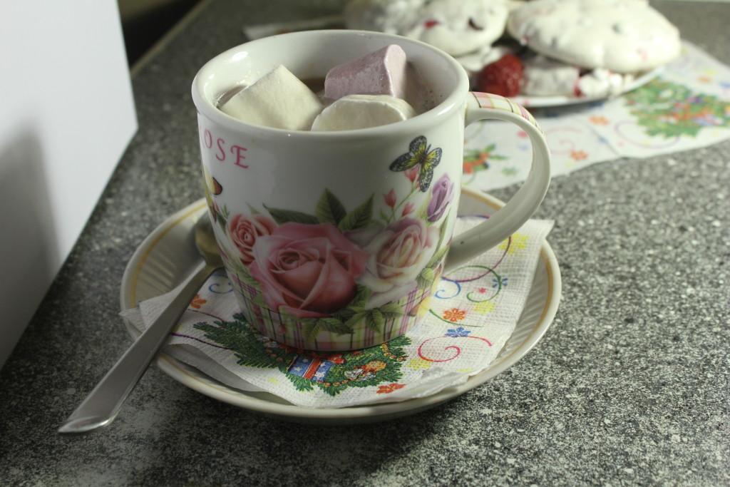 кофе с молоком и маршмеллоу