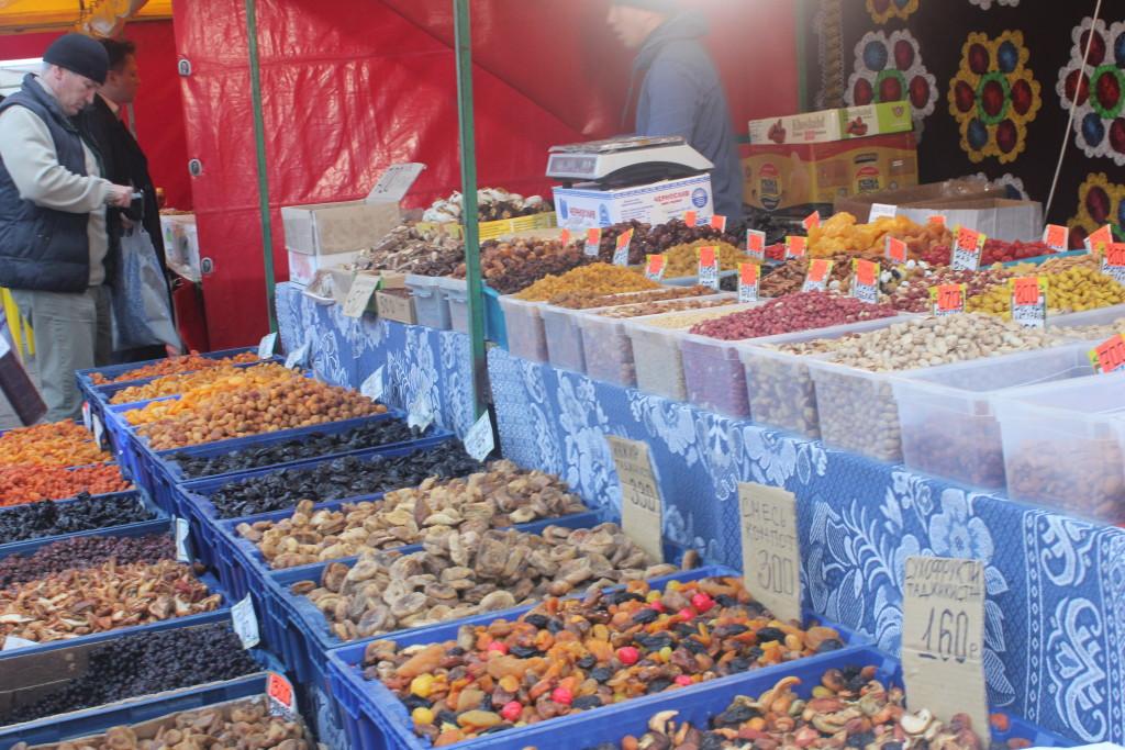 орехи и сухофрукты на ярмарке