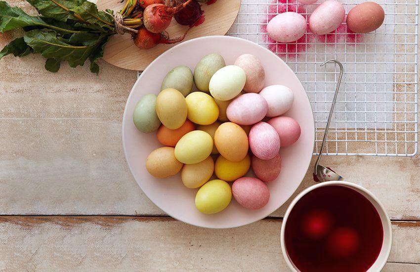 крашеные яйца натуральными красителями