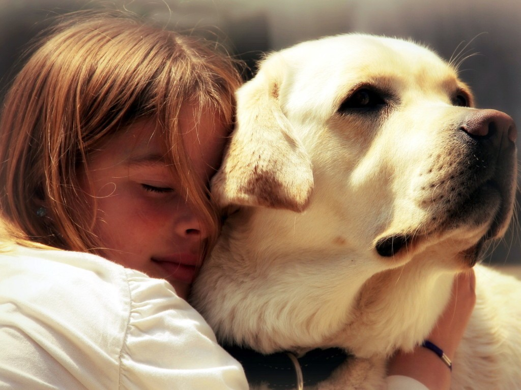 People_Children_Girl_hugs_dog_034877_