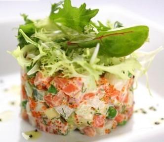 нежный салат с красной рыбой
